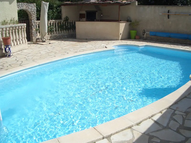 Nice villa with swimming-pool, alquiler vacacional en Cournonterral
