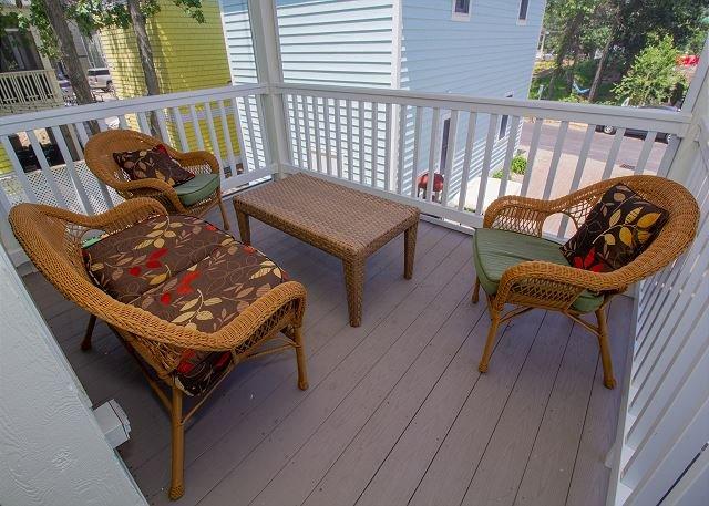 Main level full screened in porch