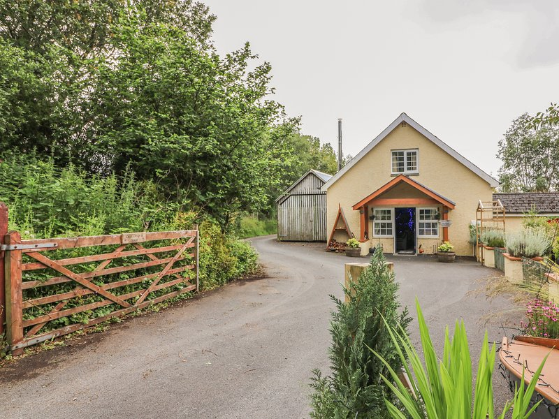 CARIAD COTTAGE, pet-friendly wheelchair-friendly cottage in countryside, holiday rental in Ciliau Aeron