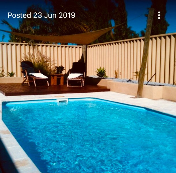 Iandra House Holiday Home, Sparkling Pool, Air-con, and  Free WiFi, vacation rental in Connolly