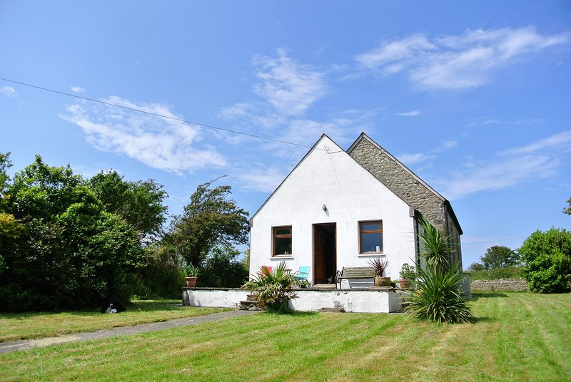 Character accommodation close to Pembrokeshire coast, Solva and St. Davids, vacation rental in Trefin