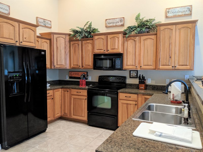 ♡Velo I - Romantic home close to town w/garage, Patio+Fire Pit, Pet friendly, holiday rental in Fruita