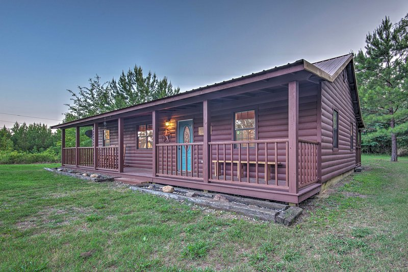 'Starlight Cabin' in Broken Bow, Oklahoma is the ideal escape!