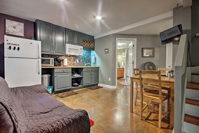 El moderno estudio cuenta con cómodas habitaciones para 3 personas.