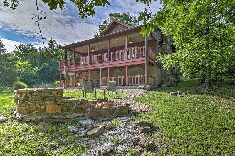 'Creekside Hideaway' Home w/Fire Pit+Creek Access!, casa vacanza a Mountain View
