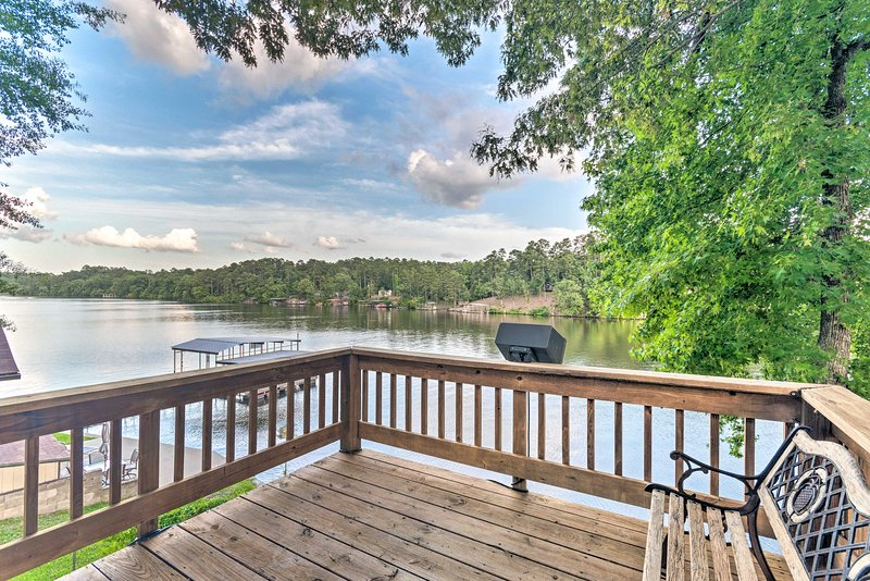 Lakefront Hot Springs Home w/ 2 Swim Docks!, holiday rental in Pearcy