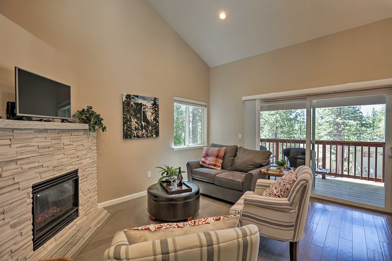 Welcoming Incline Village Home 1Mi to Ski, Beaches, holiday rental in Carson City