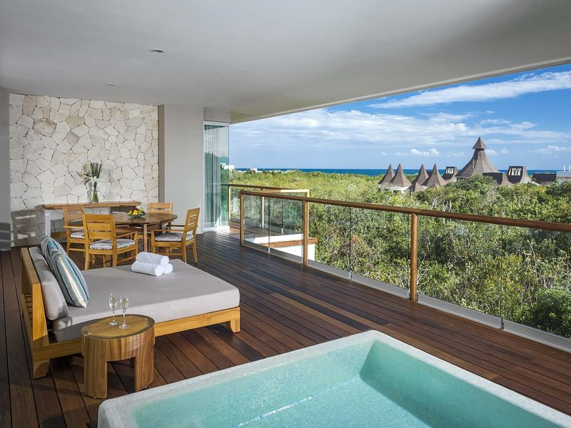 Grand Luxxe at Vidanta Rivera Maya, holiday rental in Playa Paraiso