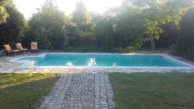 Spacious villa with swimming-pool, holiday rental in Serans