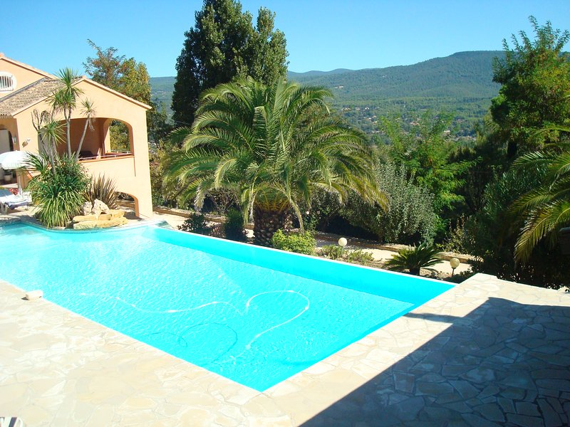 Nice apt with pool access & terrace, vacation rental in Le Beausset