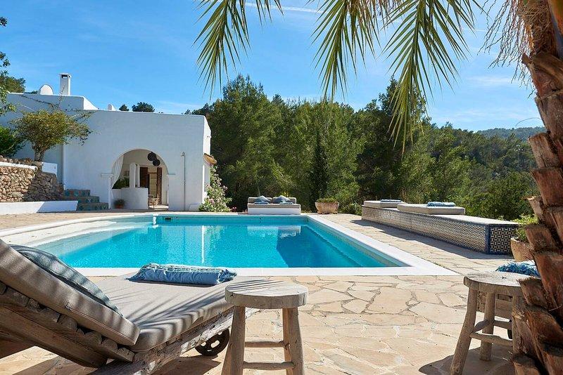 Finca Aphrodite, luxurious villa in North Ibiza, alquiler vacacional en San Lorenzo