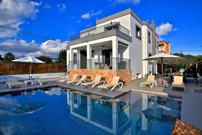 Villa Athena, modern & spacious near Ibiza Town, location de vacances à Nuestra Senora de Jesus