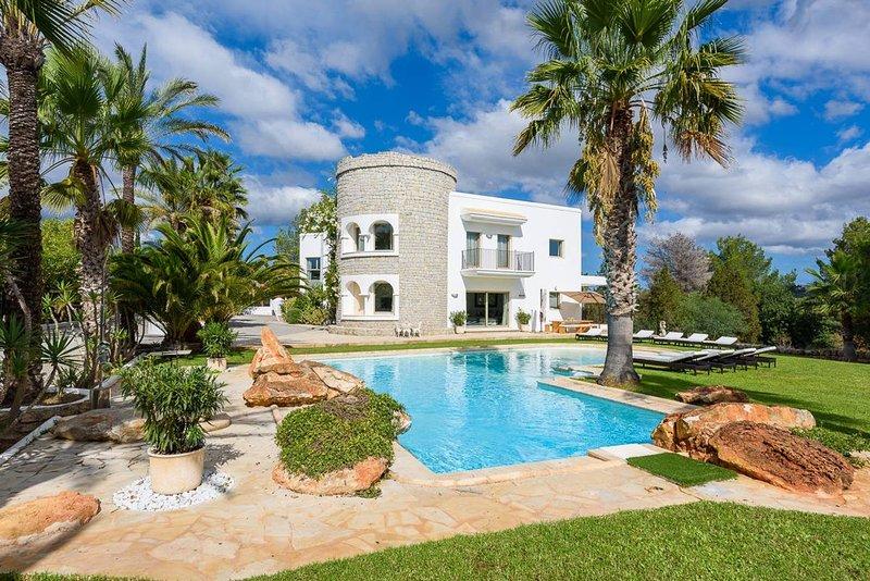 Villa Can Nyx, luxurious family-friendly villa, location de vacances à Santa Catharina