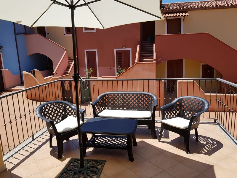 Veranda habitable con muebles de exterior.