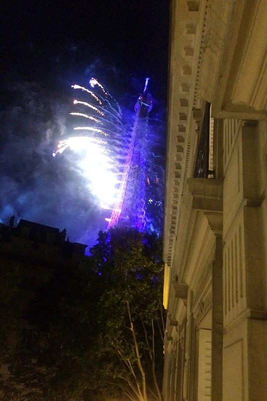 Fuegos artificiales en el día de la Bastilla, visto desde el apartamento