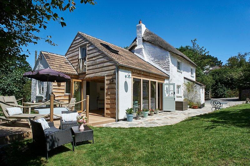 4 Bed Thatched Cottage in Seaside Village of Georgeham, holiday rental in Braunton