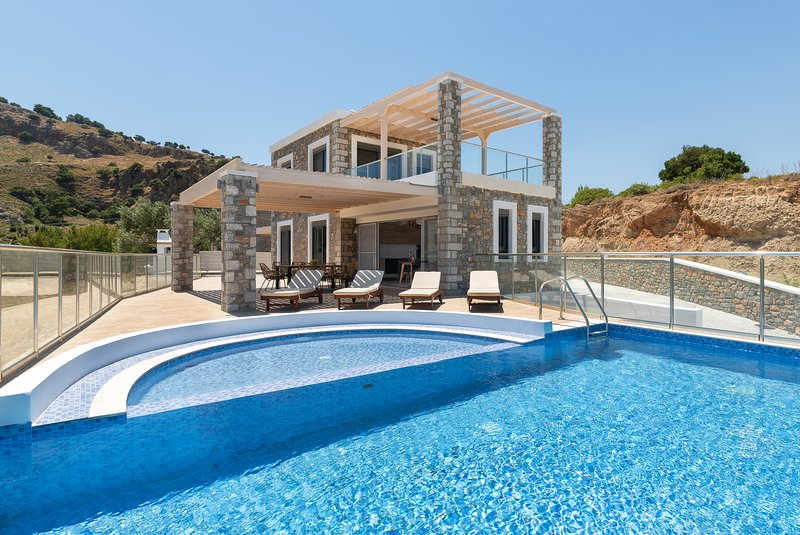 Two stone built villas each for up to 8 persons with private pool, vacation rental in Lindos