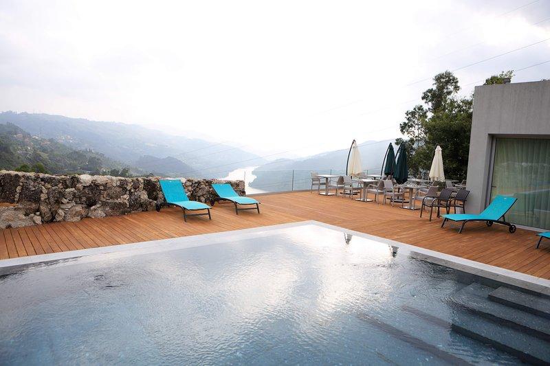 OAK Nature alia o requinte e o conforto, à beleza ímpar da natureza envolvente., vacation rental in Parada