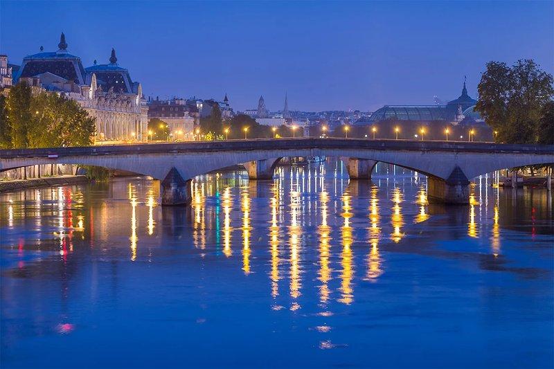 Guarda perché chiamano Parigi la città delle luci