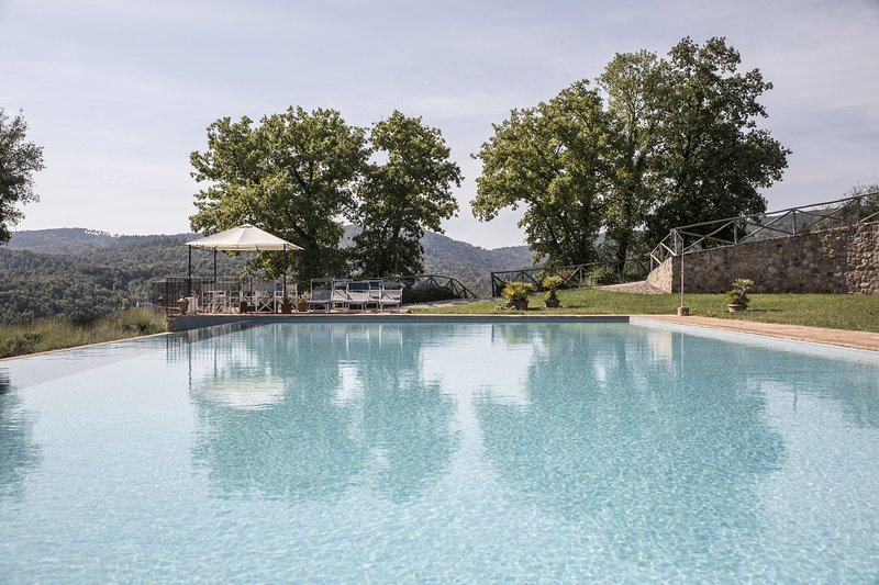 Castello di Tocchi Villa Sleeps 27 with Pool Air Con and WiFi - 5241692, location de vacances à Bagni di Petriolo