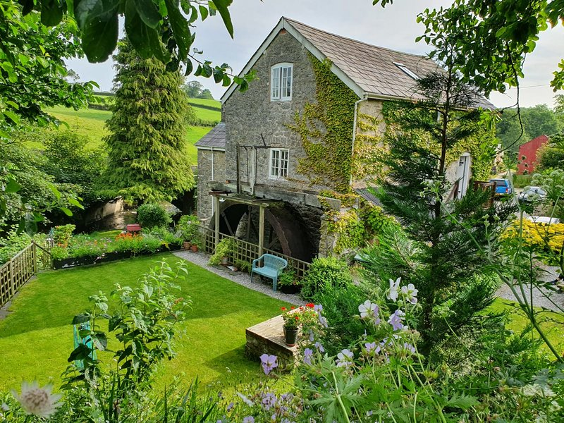 Segrwyd Mill Holiday Home - 4* Converted Mill, location de vacances à Llannefydd