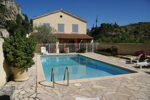 Amazing villa with swimming-pool, holiday rental in Crestet
