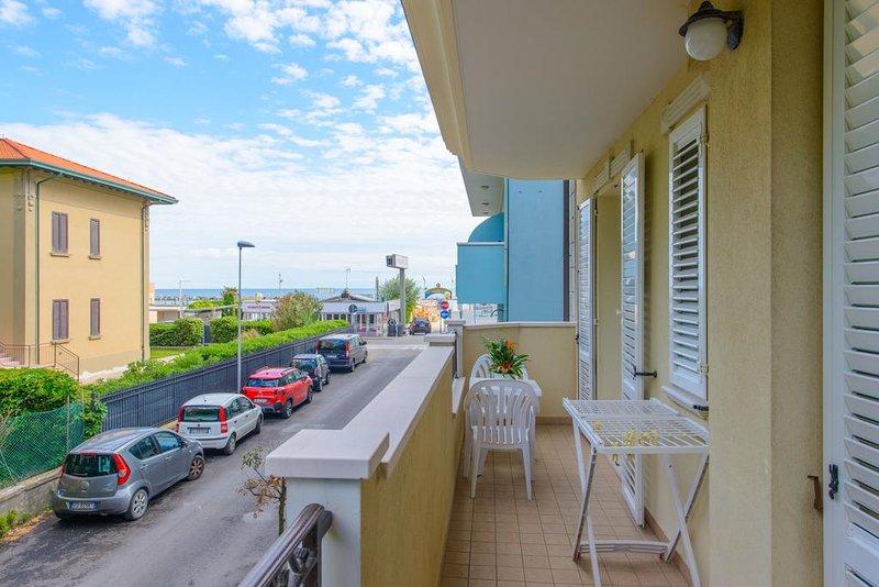 Amazing apartment in Rimini & Wifi, vacation rental in Viserbella