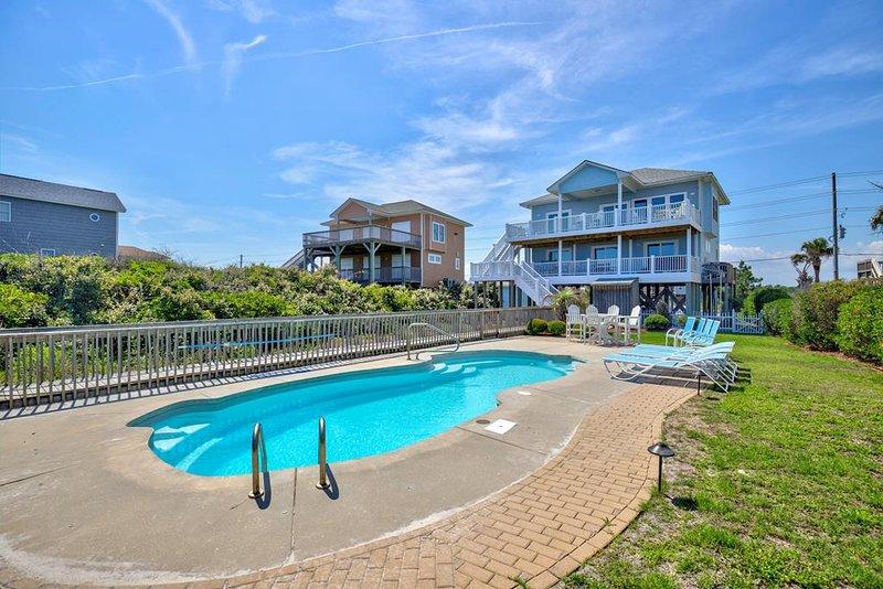 Island Drive 3634 Oceanfront! | Private Heated Pool, Hot Tub, Internet, aluguéis de temporada em North Topsail Beach