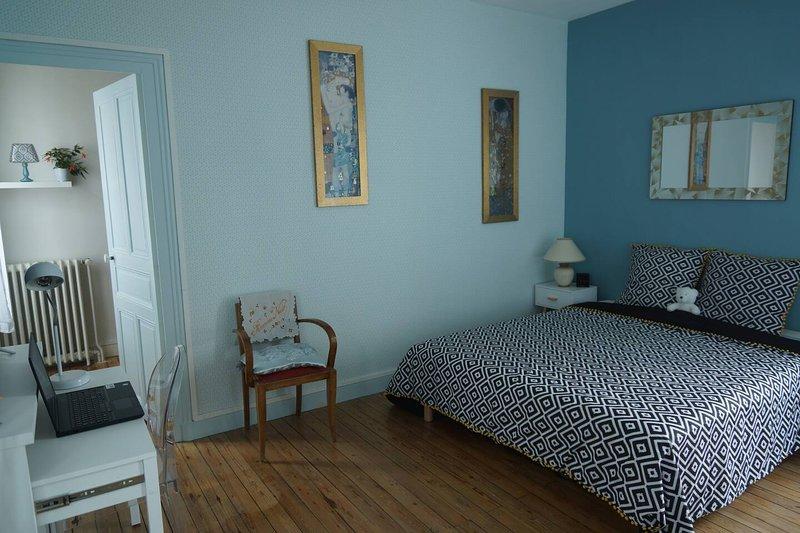 Studio rénové 30m² avec terrasse dans maison de charme près du centre, location de vacances à Briollay