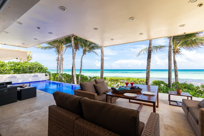 piscina privada casa frente al mar