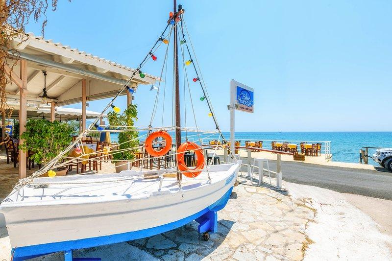 Apartment with Sea View, location de vacances à Agios Sostis