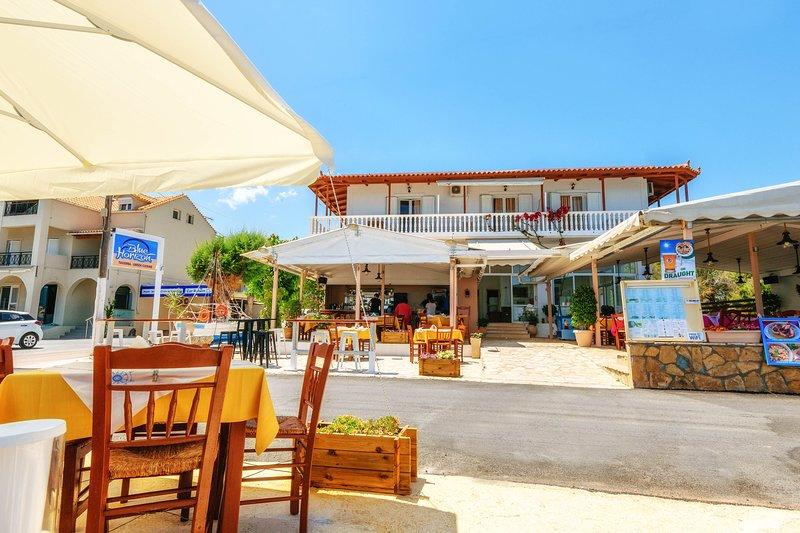 Apartment with Sea View, location de vacances à Porto Koukla