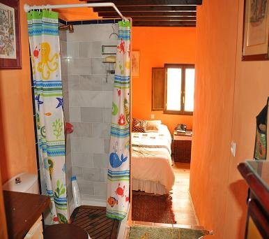 Double room with bathroom and sea view