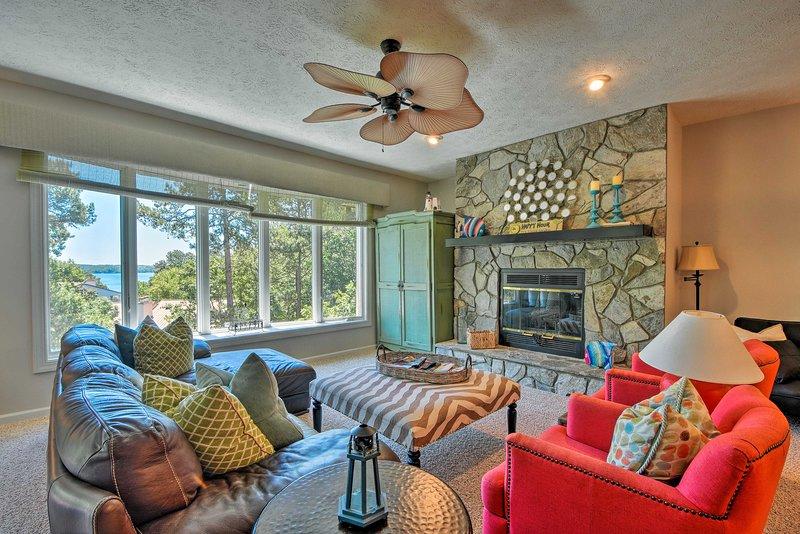 Lake Keowee Resort Condo w/ Balcony & Pool Access!, location de vacances à Salem
