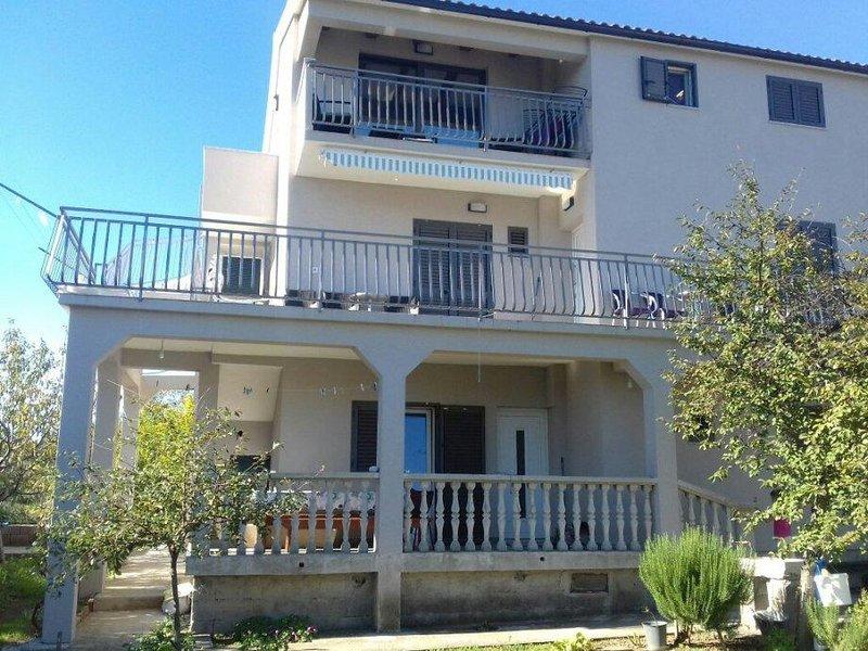 Prvic Sepurine Apartment Sleeps 4 with Air Con - 5808109, vacation rental in Prvic Sepurine