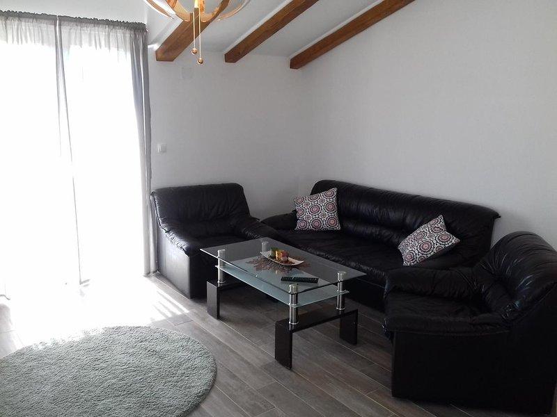 Prvic Sepurine Apartment Sleeps 5 with Air Con - 5808108, vacation rental in Prvic Sepurine
