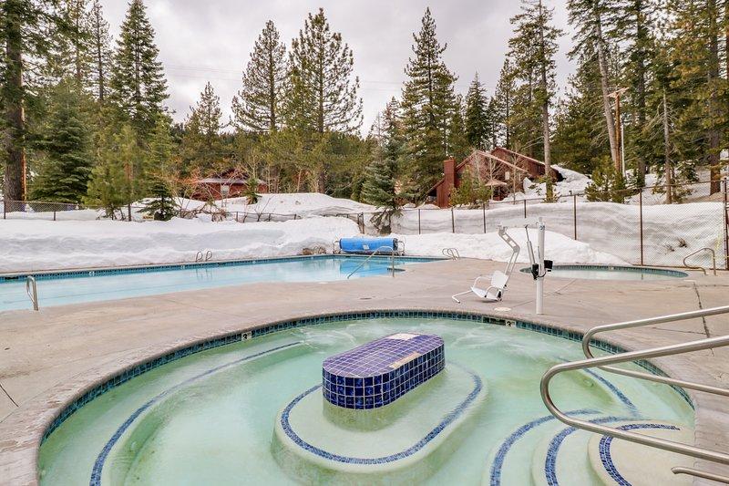 Dog-friendly studio condo w/ a deck, shared pool, hot tub, tennis, & gym! Chalet in Alpine Meadows