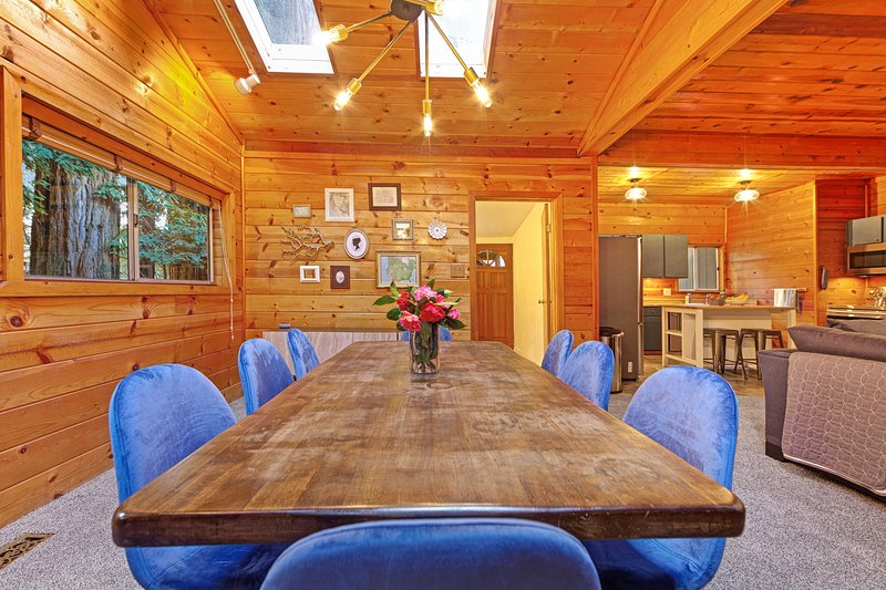 Rustic, modern home w/ large wooded backyard - moments to local beaches!, vacation rental in Duncans Mills