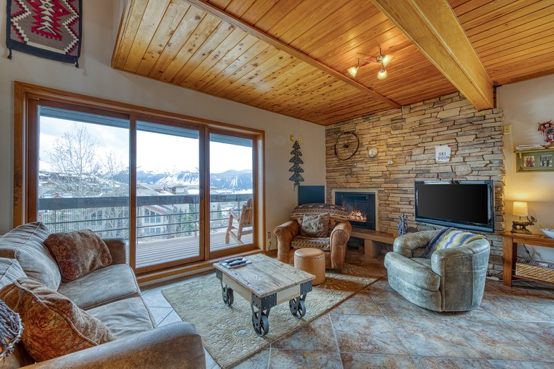 Walk to lifts at this mountain view condo w/ shared saunas & grill! Chalet in Crested Butte