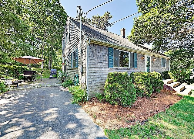 Bournes Pond Home - Minutes to Downtown Falmouth, location de vacances à Falmouth