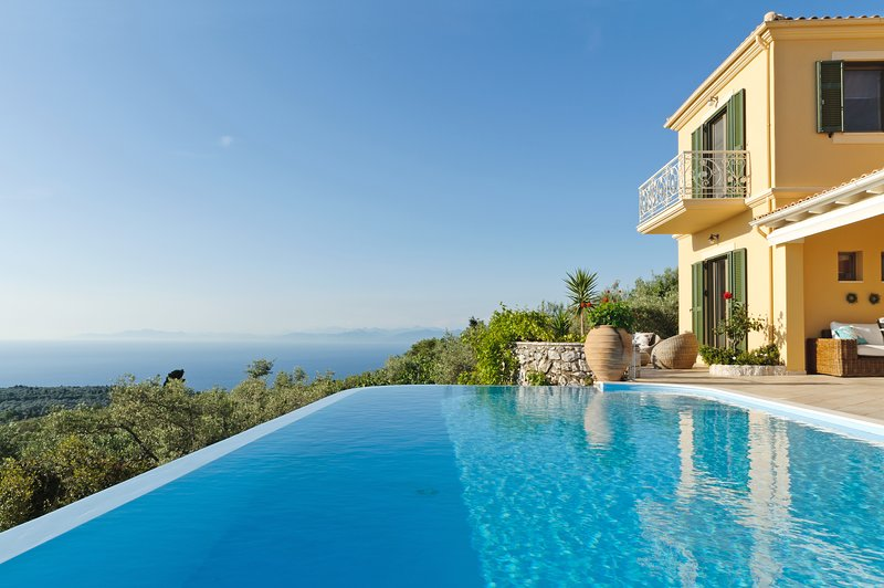 Romantic Luxury Villa with Private Pool,  Panoramic Sea View and Dreamy Sunset, vacation rental in Kavallos