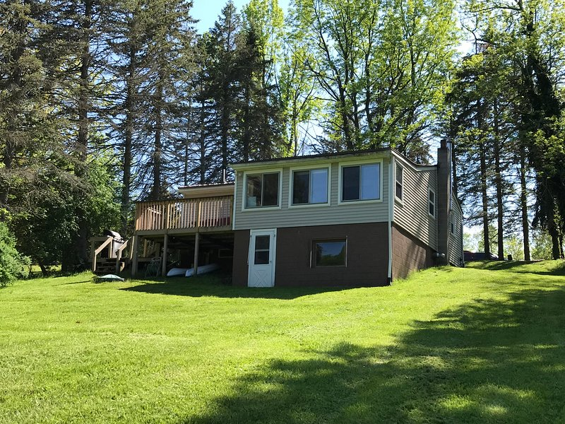 Serene Port Bay Cottage w/ 2 kayaks, dock, fire pit, grill, and floating dock! – semesterbostad i Sodus Point