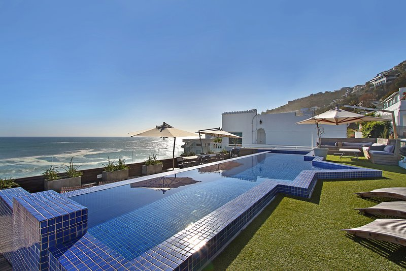 White Cliffs Penthouse, holiday rental in Clifton