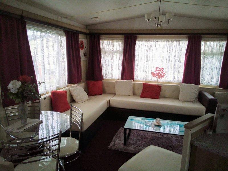 2 bedroom caravan for hire, holiday rental in Clacton-on-Sea