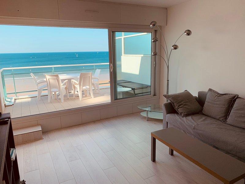 Appartement vue sur mer grande terrasse remblai des Sables, vacation rental in Vendee