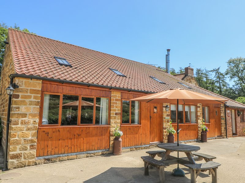 THE GRANARY, family-friendly, eco central heating, enclosed gravelled area, vacation rental in Kilburn