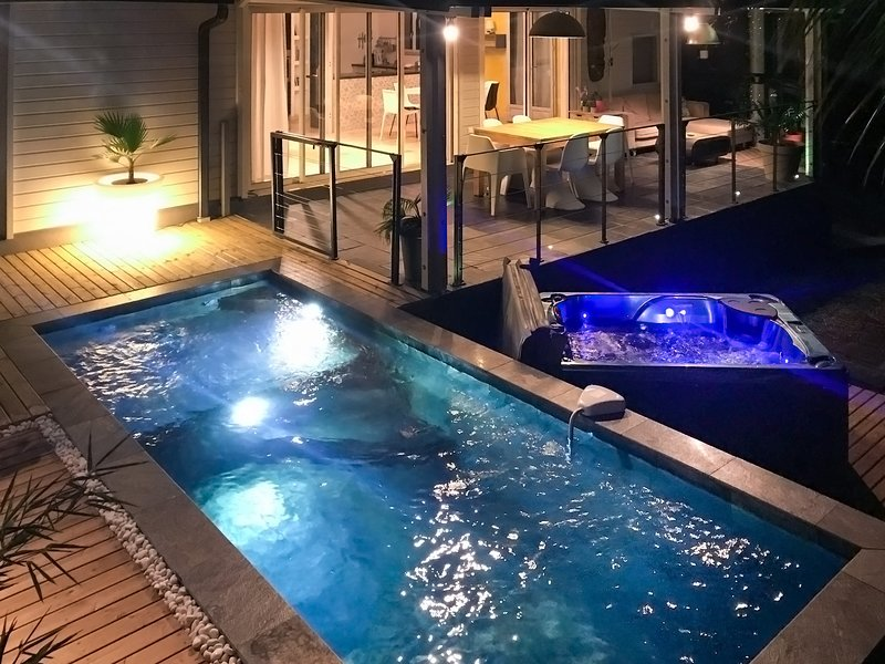 The pool and the jacuzzi