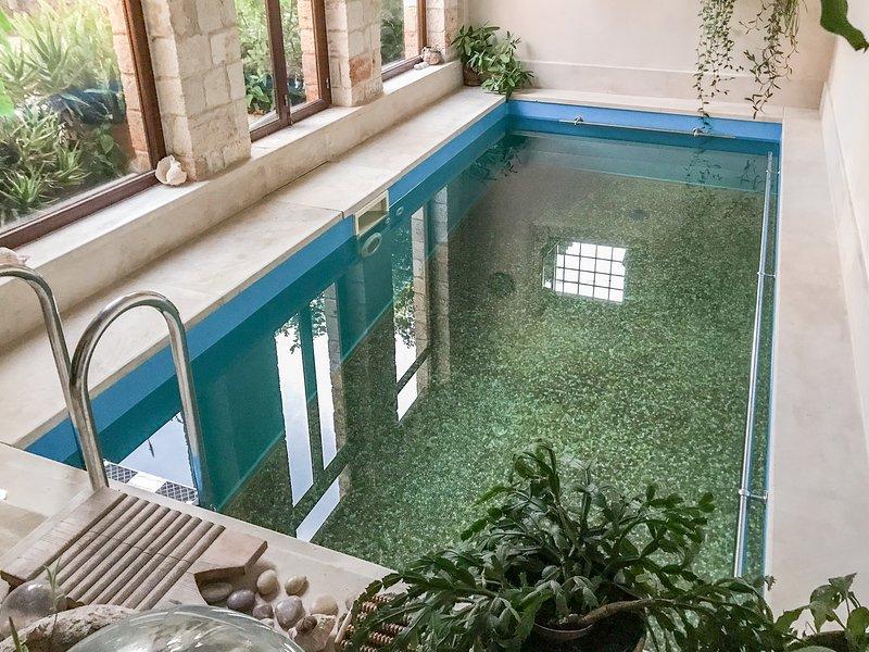 Serene Indoor Pool & Hamam Villa, near the Beach, vacation rental in Akrotiri