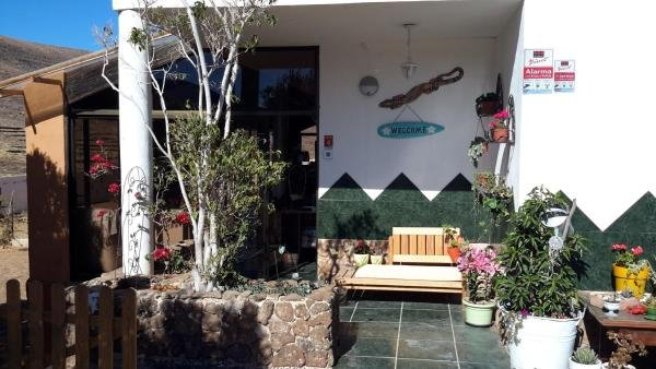 Nice studio with shared pool & Wifi, location de vacances à Guisguey
