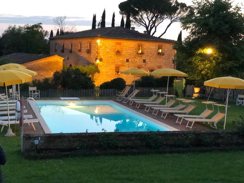 Siena San Fabiano  climatized villa with  outdoor heated pool, Ferienwohnung in Monteroni d'Arbia